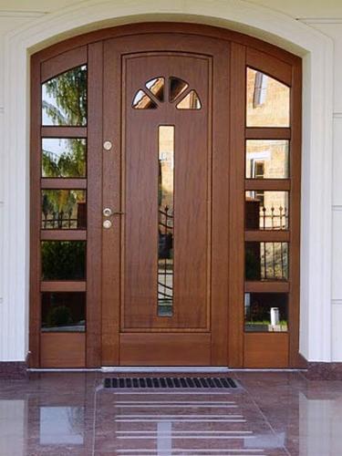 цена входных дверей со стеклом
